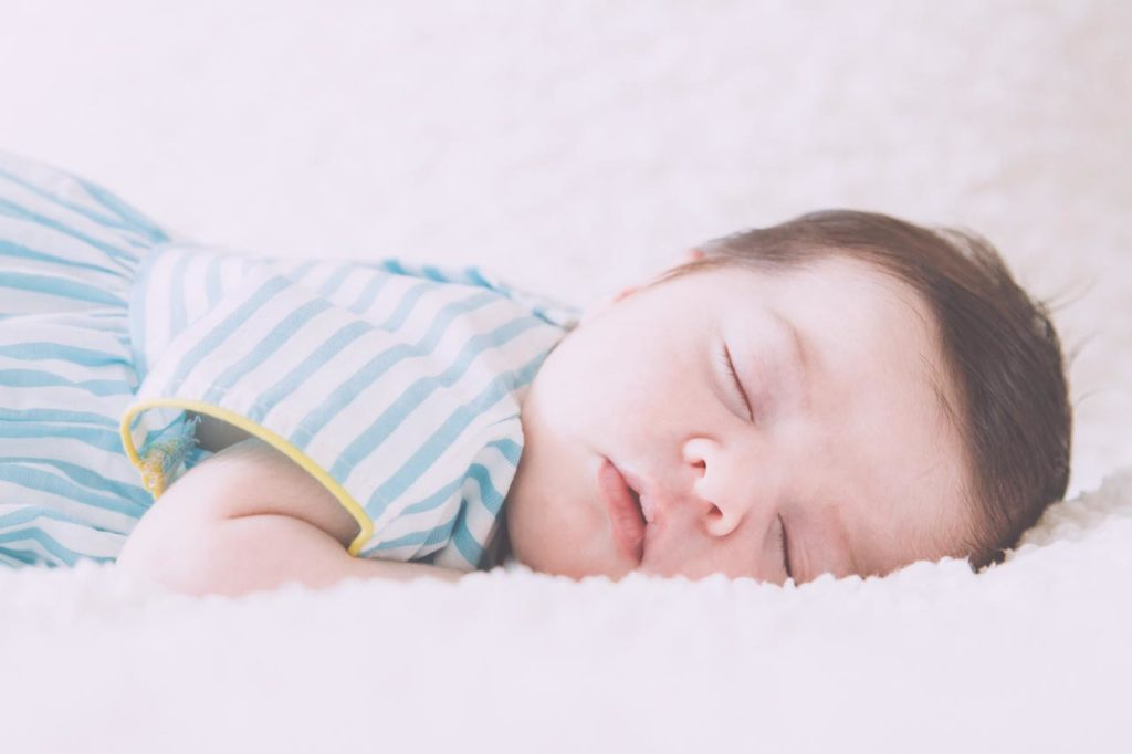 02 Foto Neogennito Moro φωτογραφιση μωρου μαιευτηριο φωτογραφος νεογεννητου μωρο οικογενεια παιδια