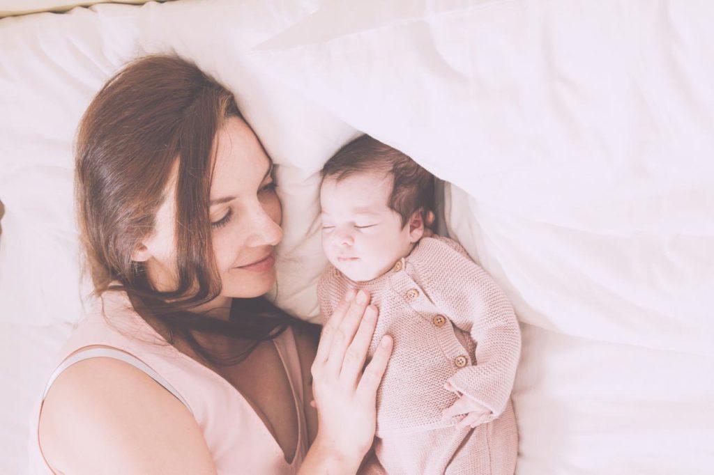 23 Foto Neogennito Moro φωτογραφιση μωρου μαιευτηριο φωτογραφος νεογεννητου μωρο οικογενεια παιδια